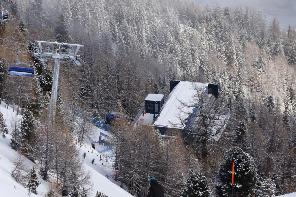Télésiège débrayable 6 places (TSD6) Bendolla Col du Pouce Gare_a13