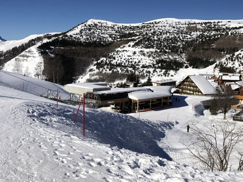 Télécabine débrayable 10 places (TCD10) Alpe Express  Gare_p10