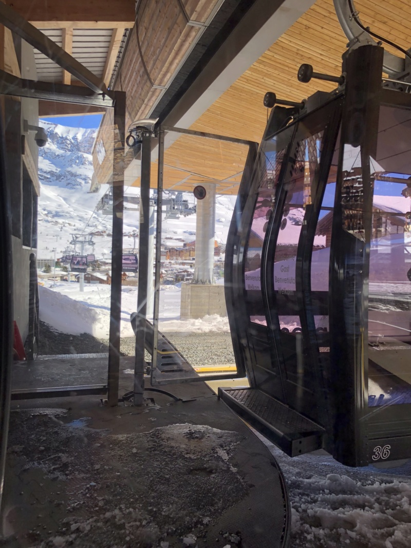 Télécabine débrayable 10 places (TCD10) Alpe Express  Portil11