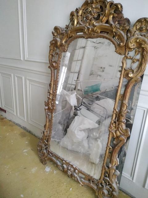 Grand Miroir (au mercure ?) / Cadre en bois sculpté et doré / XVIII ? Img_2014