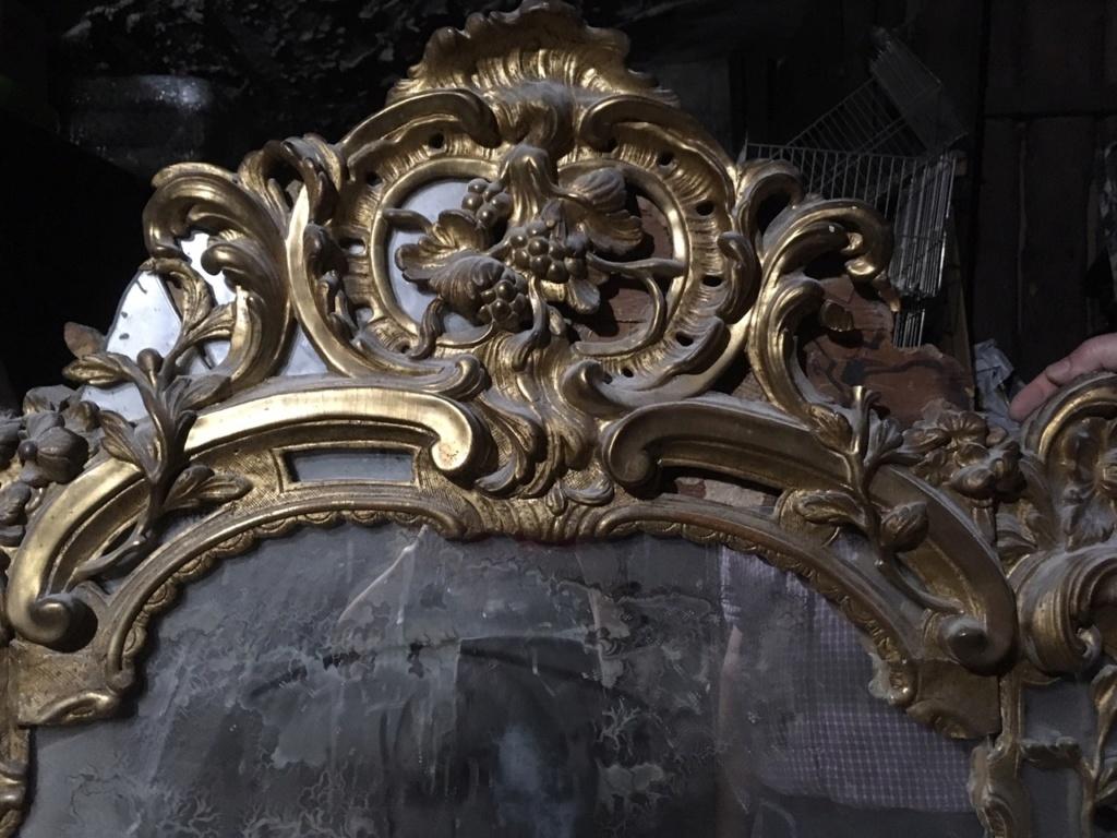 Grand Miroir (au mercure ?) / Cadre en bois sculpté et doré / XVIII ? Img_4310