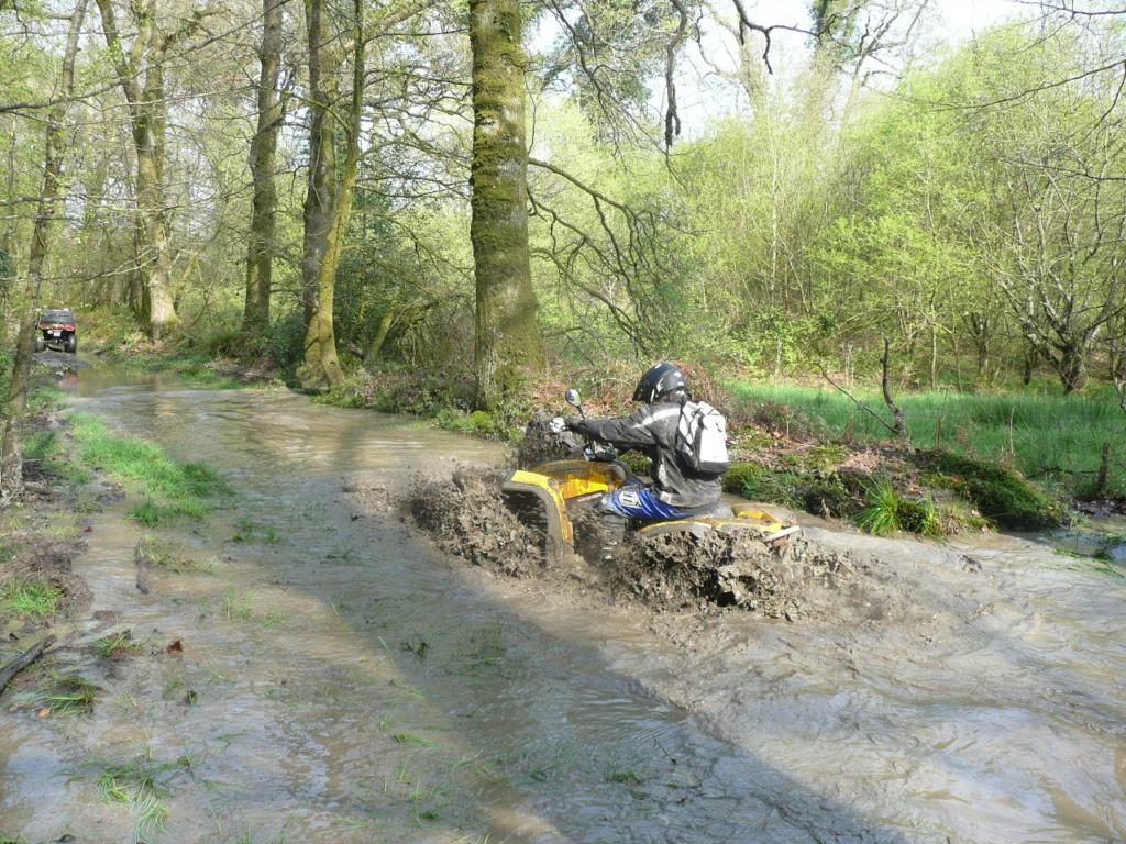 [Vidéo Quad] dans la boue P1000188