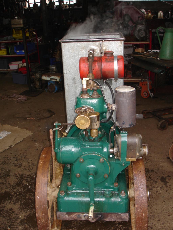 RENAULT - Un moteur Renault de Billancourt  Dsc05640