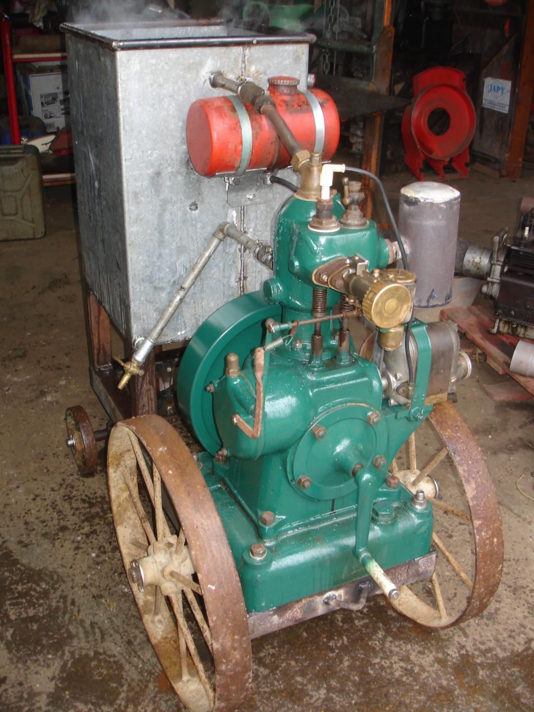 RENAULT - Un moteur Renault de Billancourt  Dsc05642