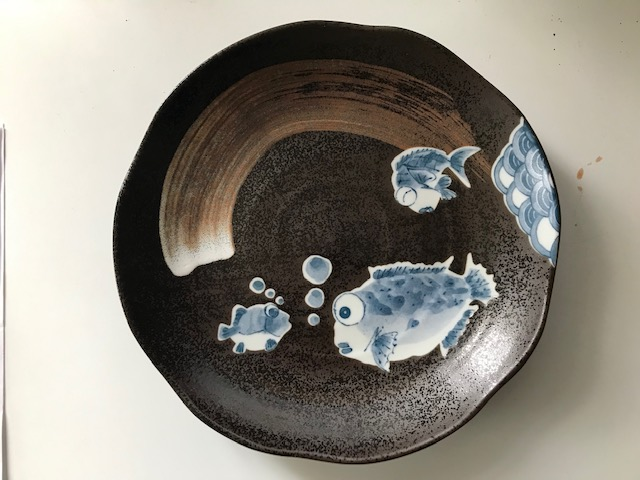 MODERN JAPANESE PLATE WITH QUIRKY FISH... Img_2031
