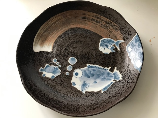 MODERN JAPANESE PLATE WITH QUIRKY FISH... Img_2111