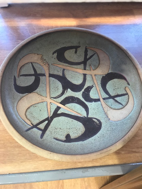 LARGE STUDIO POTTERY CHARGER WITH PRINTED BACKSTAMP Img_3011