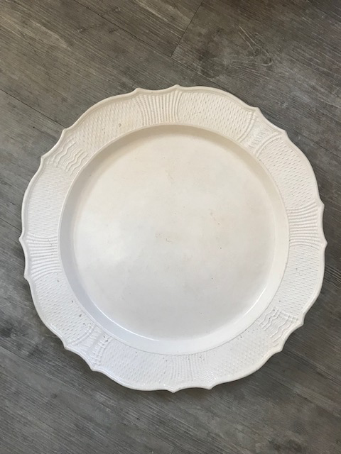 LARGE SCALLOP-EDGED - '18th century Staffordshire white salt glazed platter Img_3212