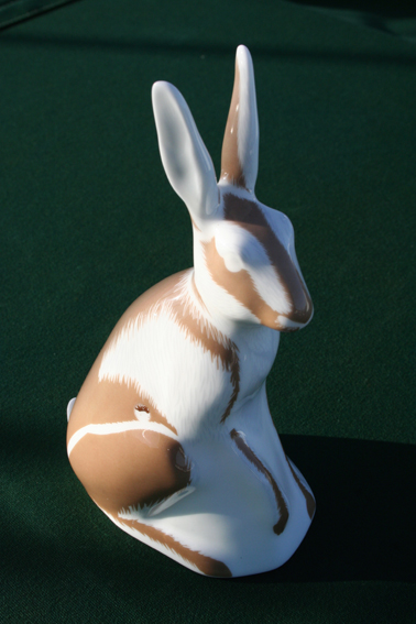 MID CENTURY MOULDED PORCELAIN SEATED HARE FIGURE Img_6111
