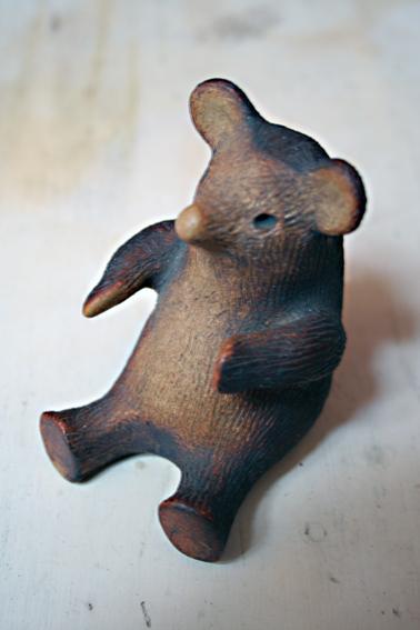 SMALL STONEWARE BEAR FIGURE Img_6511