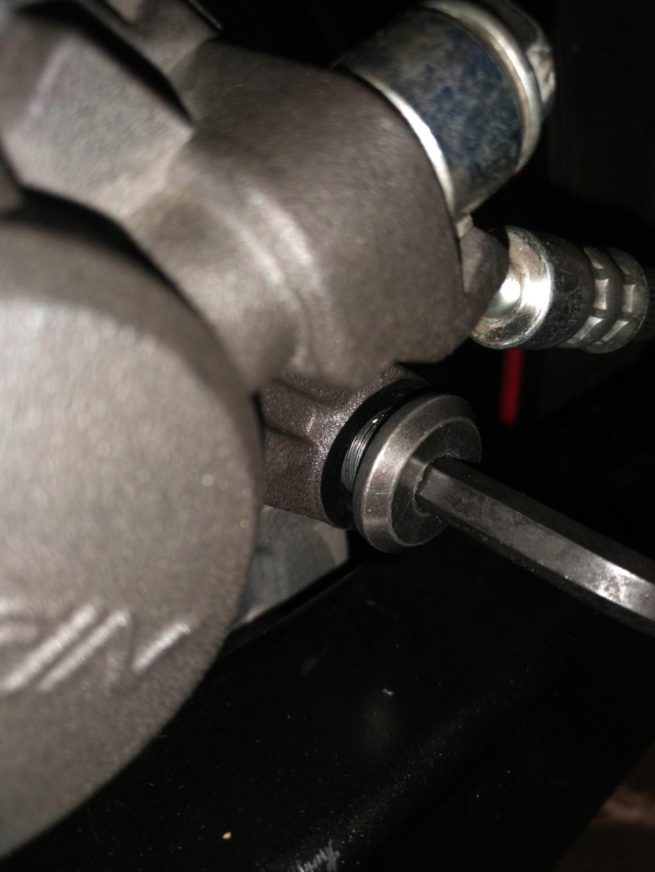 Problème étrier frein arrière 15646710