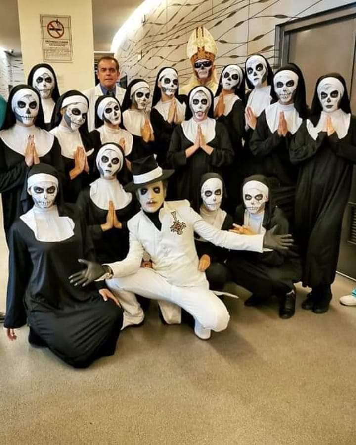Papa Emeritus y sus discípulos reparten misas oscuras - Página 5 Fb_img19