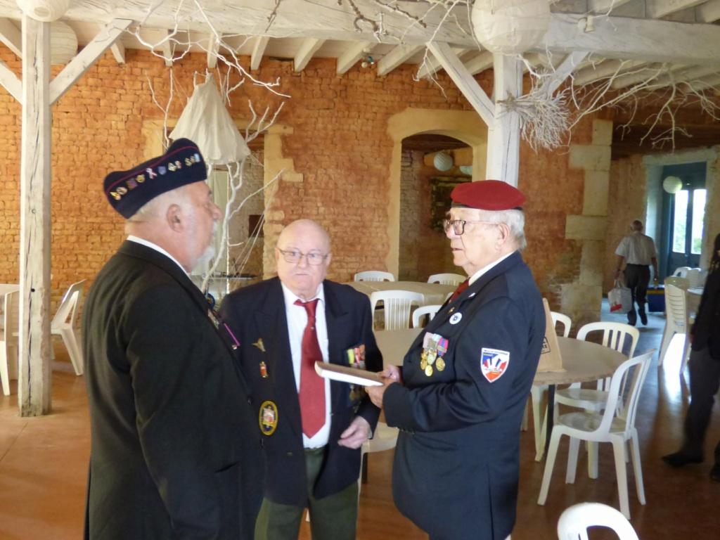 """Albert  Bernard """" dit Beauté"""" recevant la croix de Chevalier de l'Ordre Nationale du Mérite... 20_jui11"""