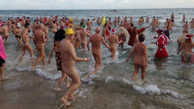 GEO :10 lieux où pratiquer le naturisme à travers le monde  Downlo34