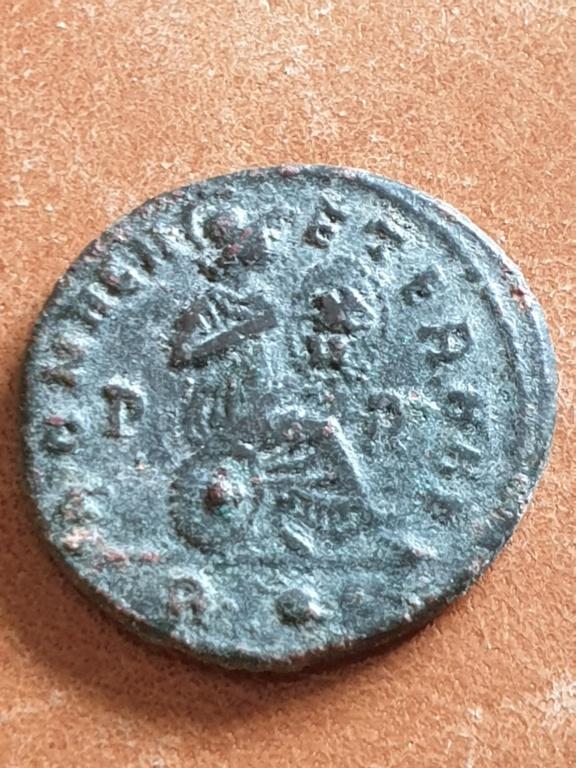 AE3 de Constantino II. ROMAE AETERNAE. Roma 20200313