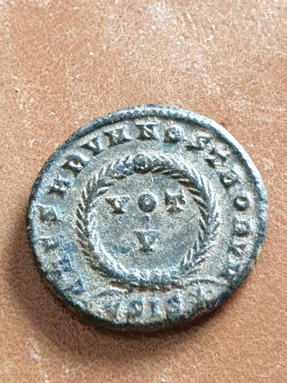 AE3 de Constantino II. CAESARVM NOSTRORVM / VOT V. Siscia 20200315