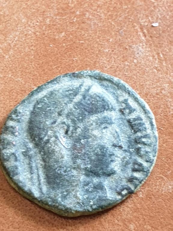 AE3 de Constantino I híbrido. CAESARVM NOSTRORVM/ VOT X. Trier 20200316