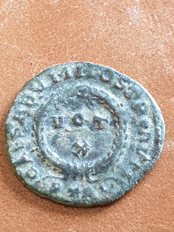 AE3 de Constantino I híbrido. CAESARVM NOSTRORVM/ VOT X. Trier 20200317