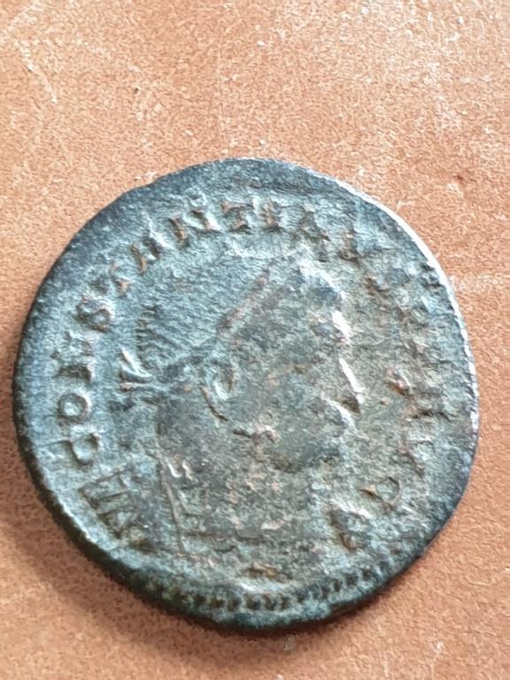 Nummus de Constantino I. SOLI INVICTO COMITI. Busto del Sol radiado a dcha. Trier 20200318