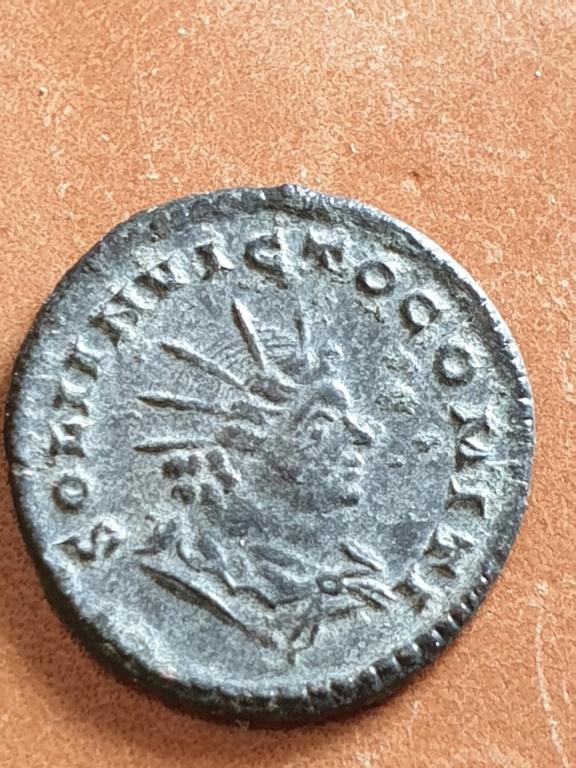 Nummus de Constantino I. SOLI INVICTO COMITI. Busto del Sol radiado a dcha. Trier 20200319