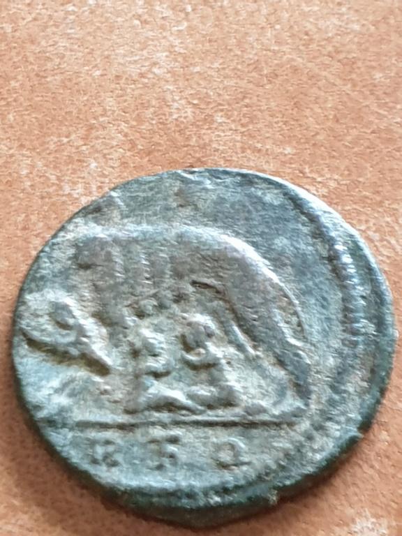 AE3 Conmemorativa de Roma. VRBS ROMA. Roma 20200328