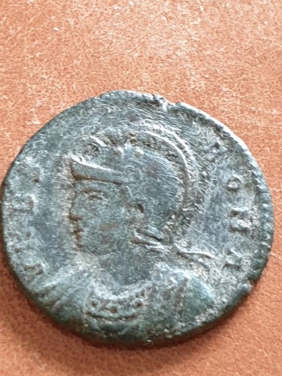 AE3 Conmemorativa de Roma. VRBS ROMA. Roma 20200329