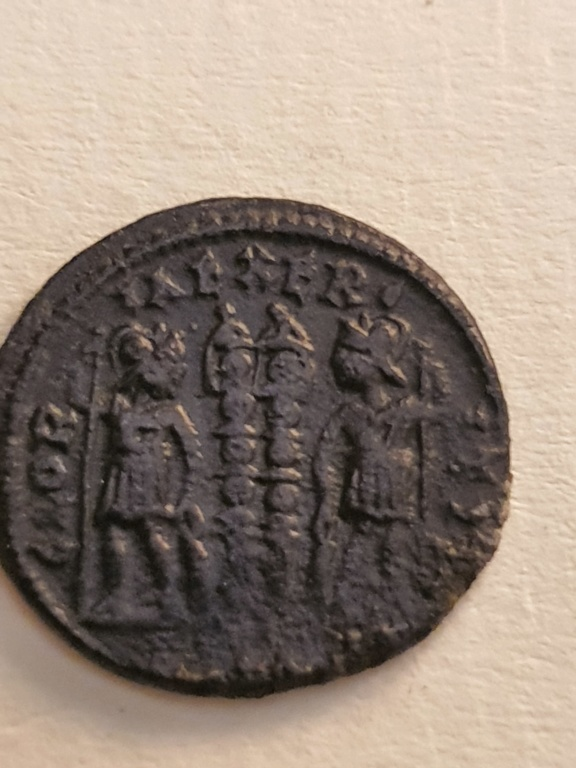AE3 de Constantino II. GLORIA EXERCITVS 20200744