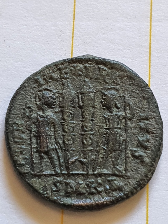AE3 de Constantino II. GLORIA EXERCITVS. Cycico  20200919