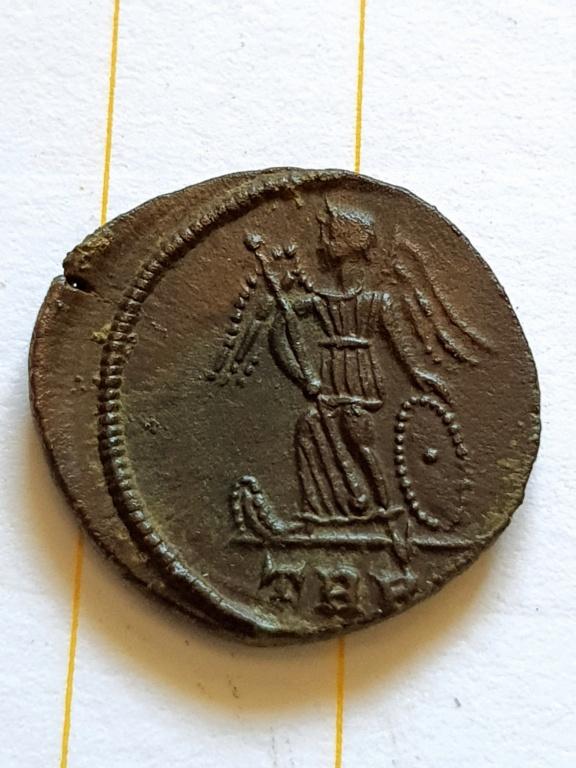 AE3 Conmemorativo de la ciudad de Constantinopla. Trier 20200921