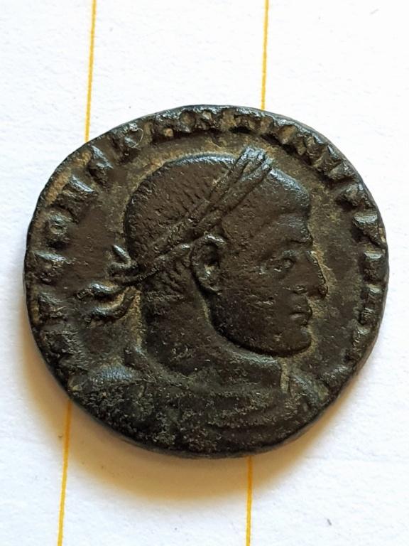 Nummus de Constantino I. SOLI INVICTO COMITI. Arlés 20200922