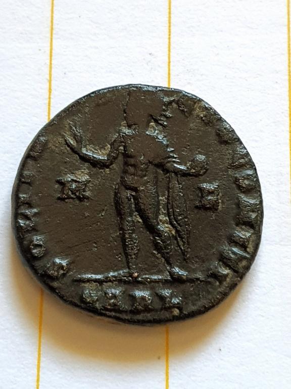 Nummus de Constantino I. SOLI INVICTO COMITI. Arlés 20200923