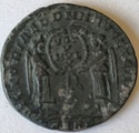 AE2 de Magnencio. VICTORIAE DD NN AVG ET CAES 13410