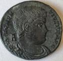 AE2 de Magnencio. VICTORIAE DD NN AVG ET CAES 13510