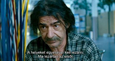 A világ nagy és a megváltás a sarkon ólálkodik - Svetat e golyam i spasenie debne otvsyakade - (2008) DVDRip XviD HUNSUB MKV Dwig310