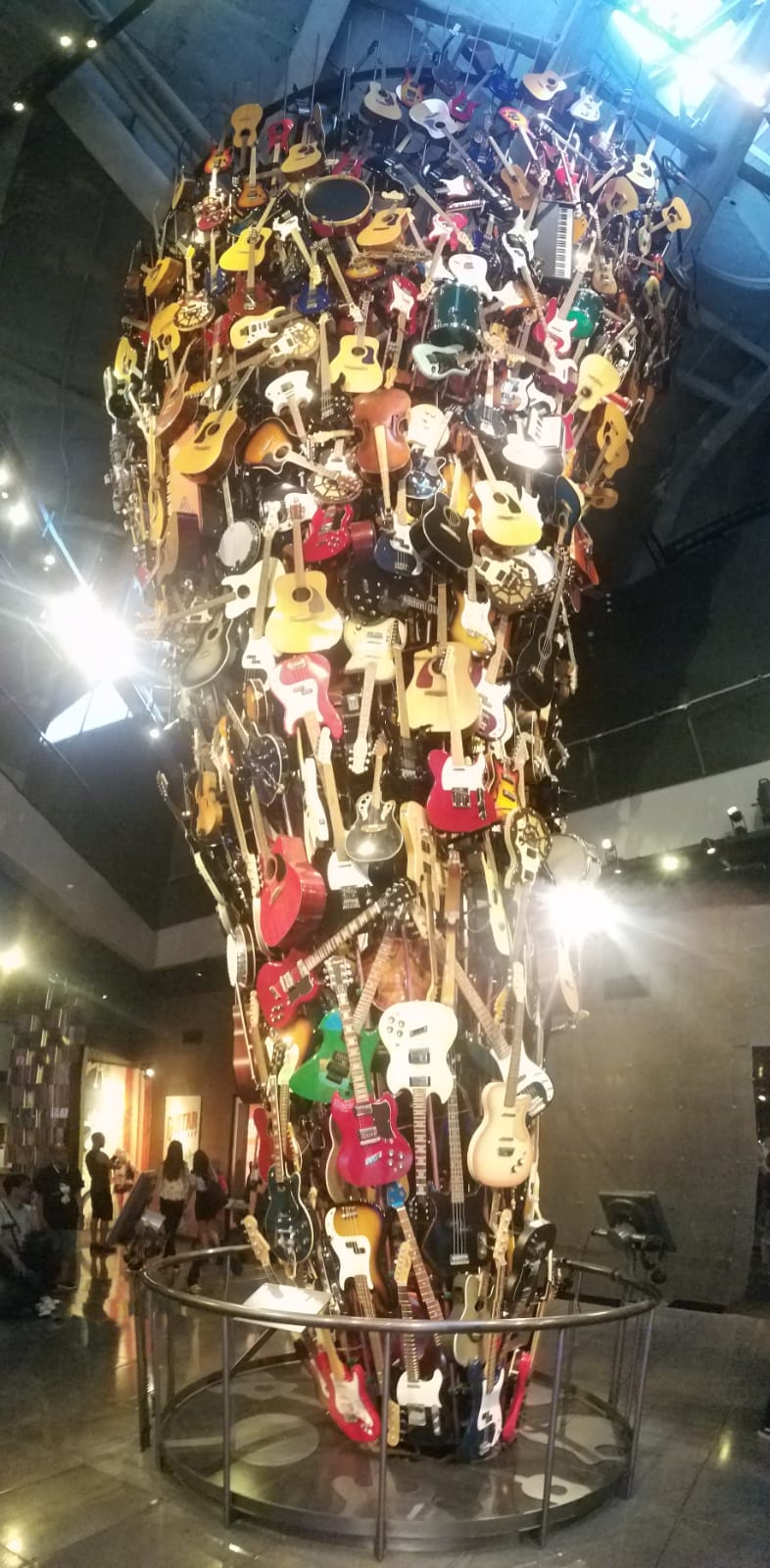 Tornade de Guitare ! Img-2010