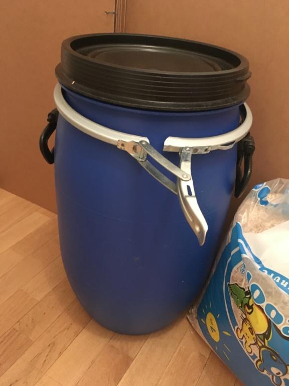 Bidon étanche en plastique alimentaire 30L pour mélange de nourriture Img_5615