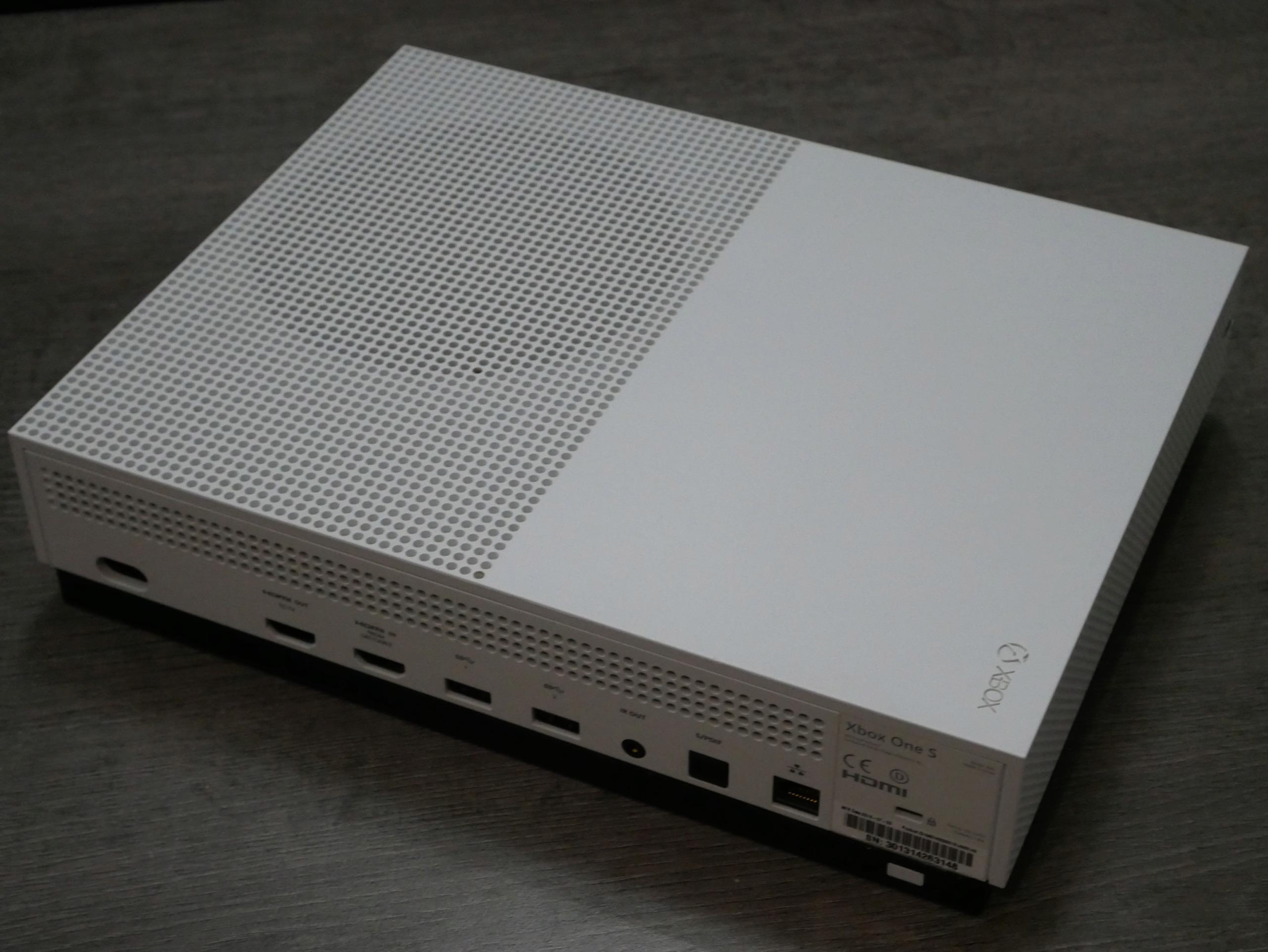[VIANDU] XBOX ONE S 500Go complète en boite avec une manette excellent état 100€ P1070220