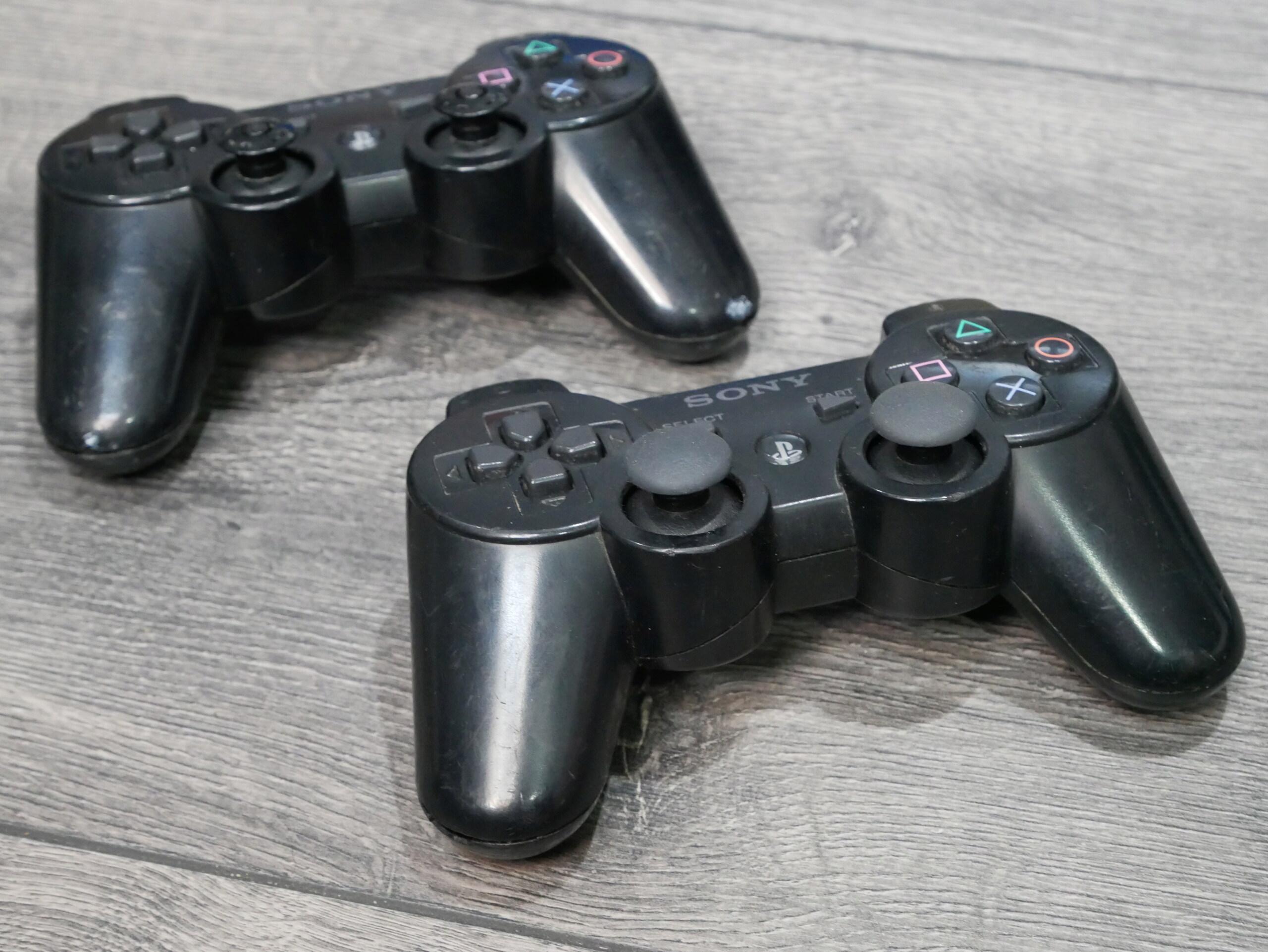 [EST] Lot PS3 Ultra-Slim 500G0 + 18 jeux + volant P1070235