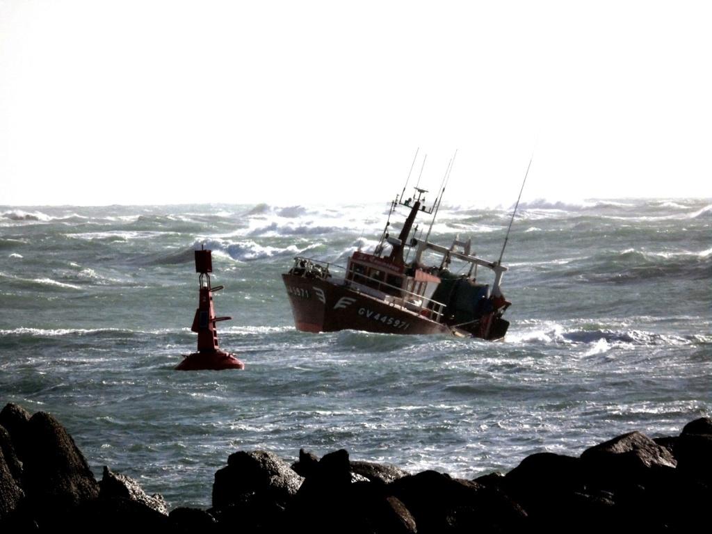 [VIE DES PORTS] Quelques bateaux de pêche (sur nos côtes Françaises) - Page 5 C410