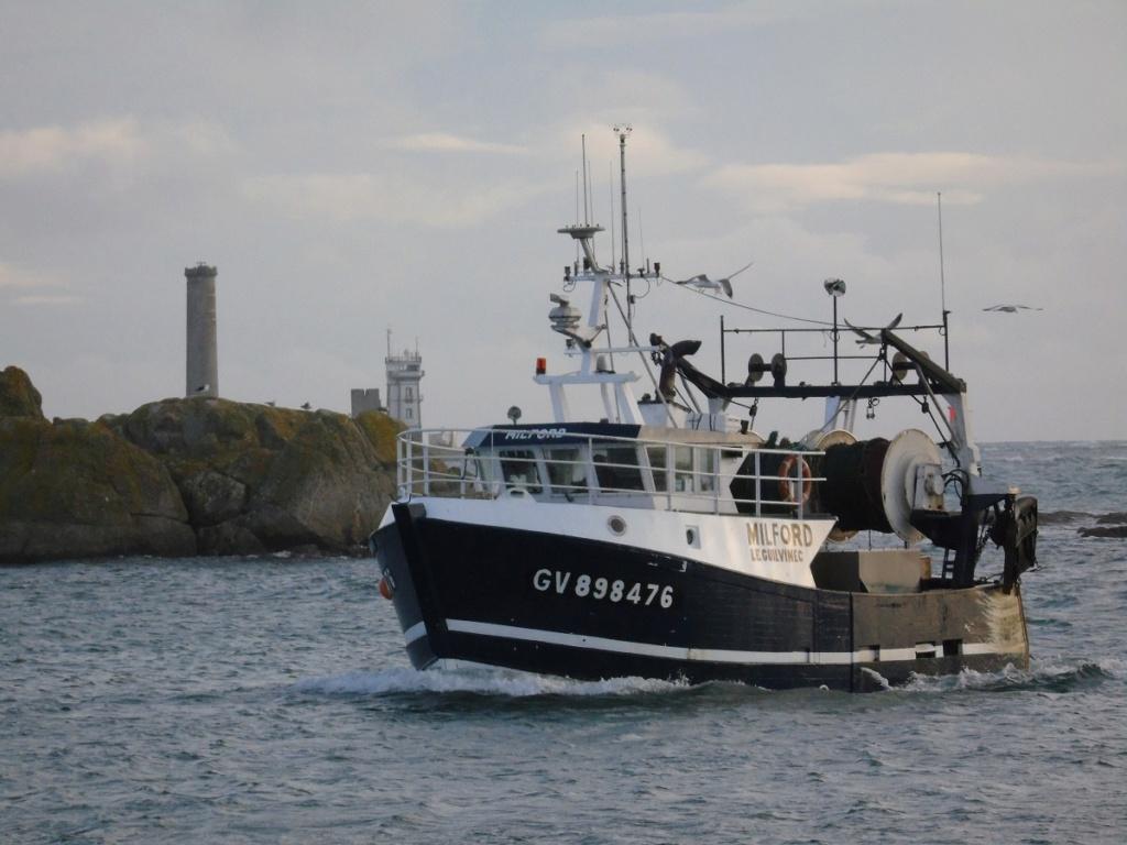 [VIE DES PORTS] Quelques bateaux de pêche (sur nos côtes Françaises) - Page 9 Dsc04717