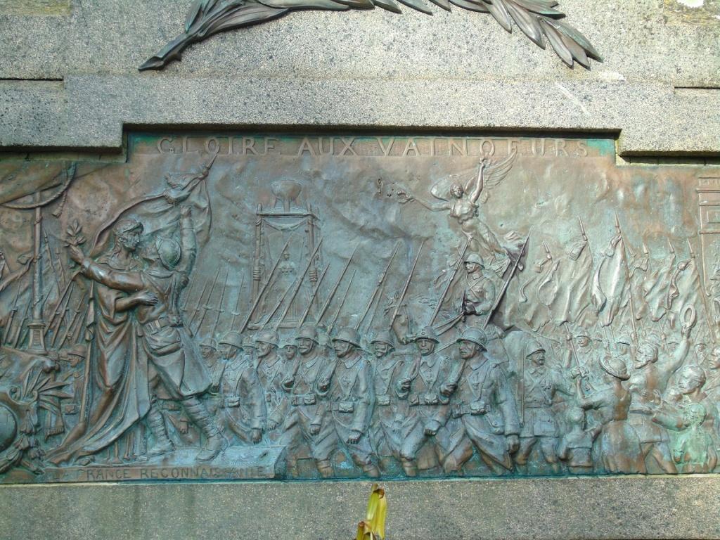 [ Histoires et histoire ] Monuments aux morts originaux Français Tome 2 - Page 14 Dsc05211