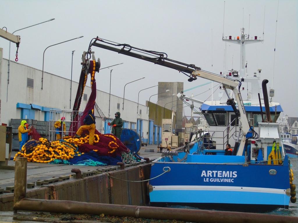 [VIE DES PORTS] Quelques bateaux de pêche (sur nos côtes Françaises) - Page 2 Dsc05217