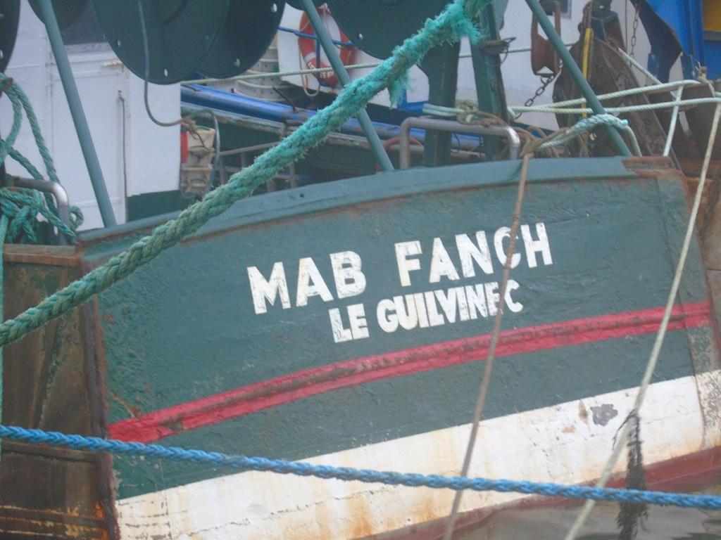 [VIE DES PORTS] Quelques bateaux de pêche (sur nos côtes Françaises) - Page 3 Dsc05312