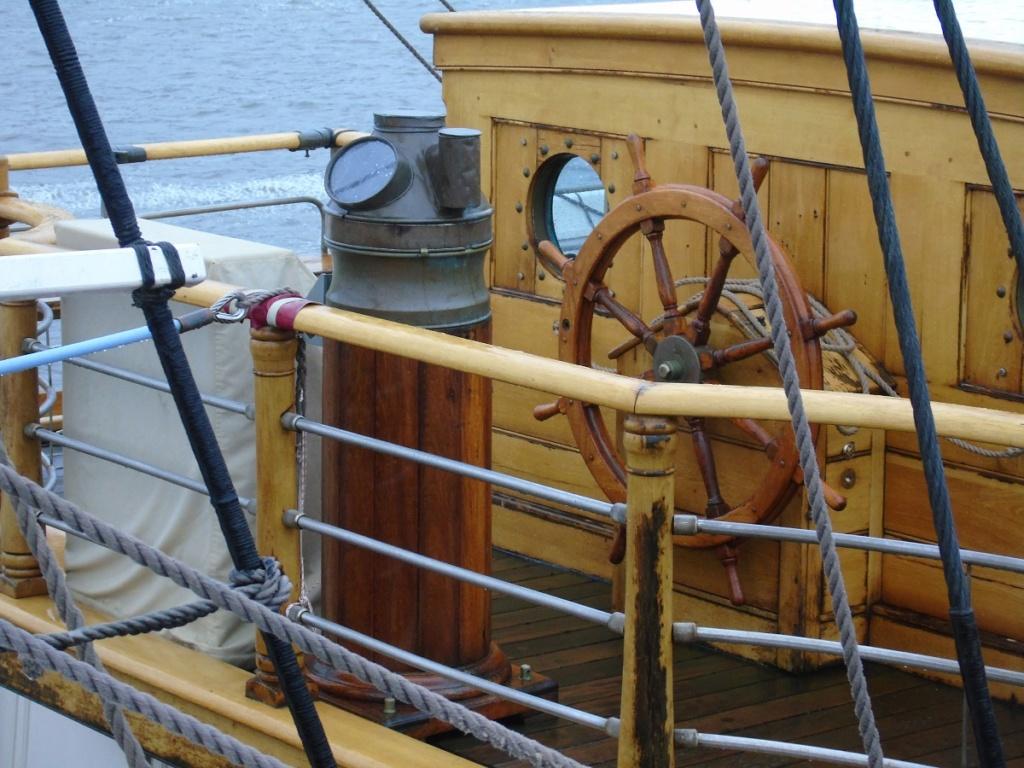 [ Marine à voile ] Vieux gréements - Page 9 Dsc06918