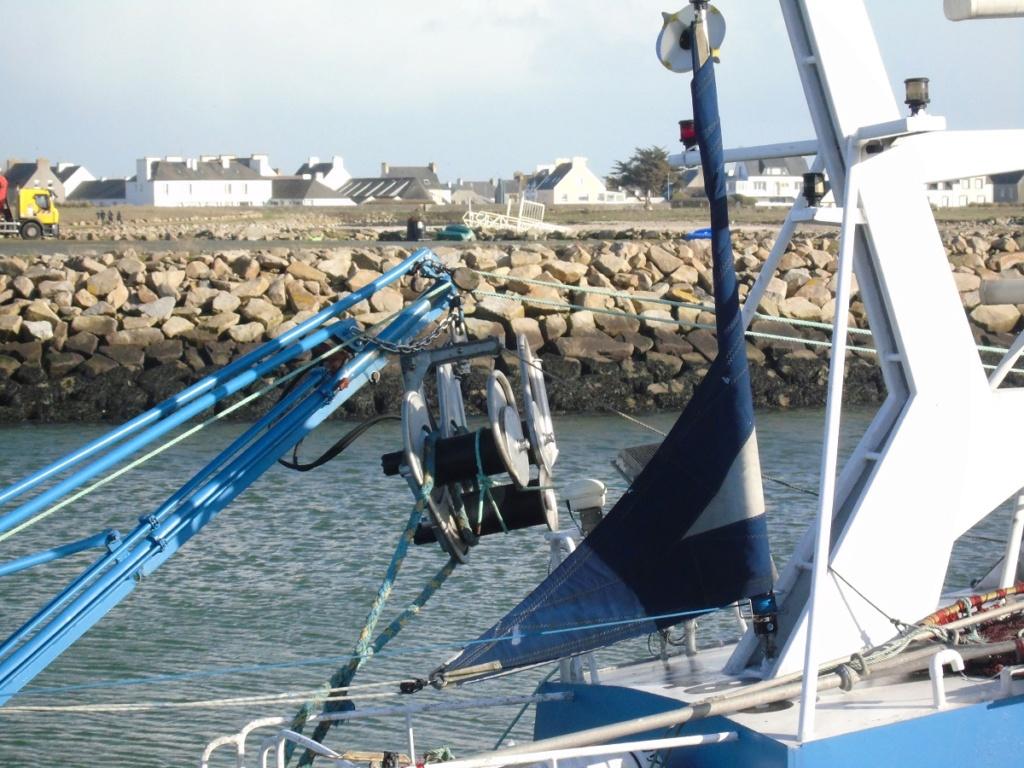 [VIE DES PORTS] Quelques bateaux de pêche (sur nos côtes Françaises) - Page 4 Dsc07410