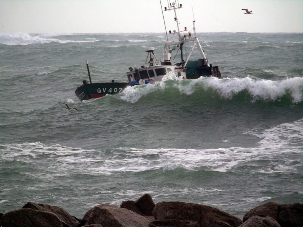 [VIE DES PORTS] Quelques bateaux de pêche (sur nos côtes Françaises) - Page 4 Dsc08312