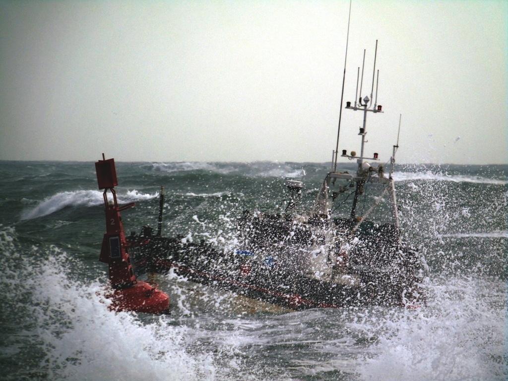 [VIE DES PORTS] Quelques bateaux de pêche (sur nos côtes Françaises) - Page 4 Dsc08313