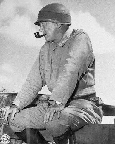 Personnages favoris historiques ou fantastiques, fumeur de pipe évidemment,  - Page 2 Patton10