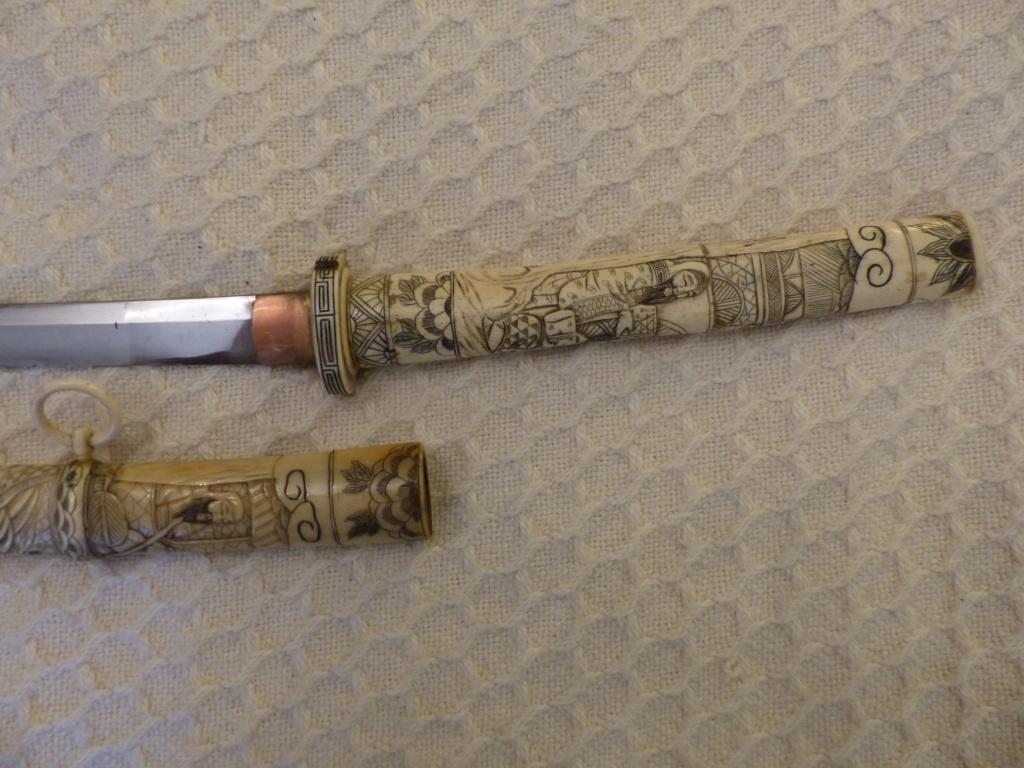 Sabre japonais en ivoire Sculpté P1090012