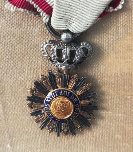 Décoration du Lys dit des Gardes du Corps D75c3411